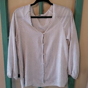 Honey punch semi sheer 3/4 cinched sleeve size L